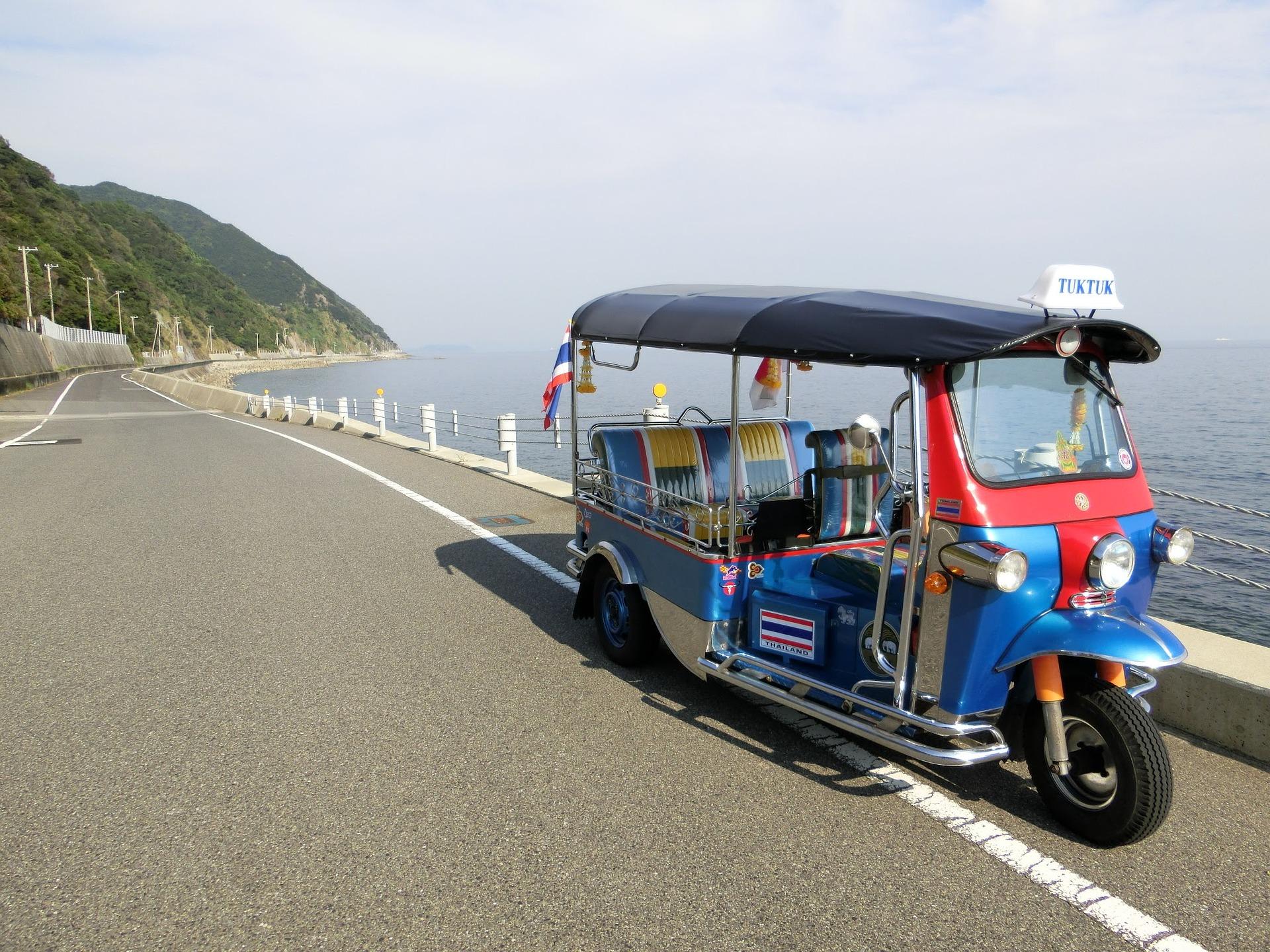沖縄でトゥクトゥクをレンタルして風を感じて観光を楽しもう♪