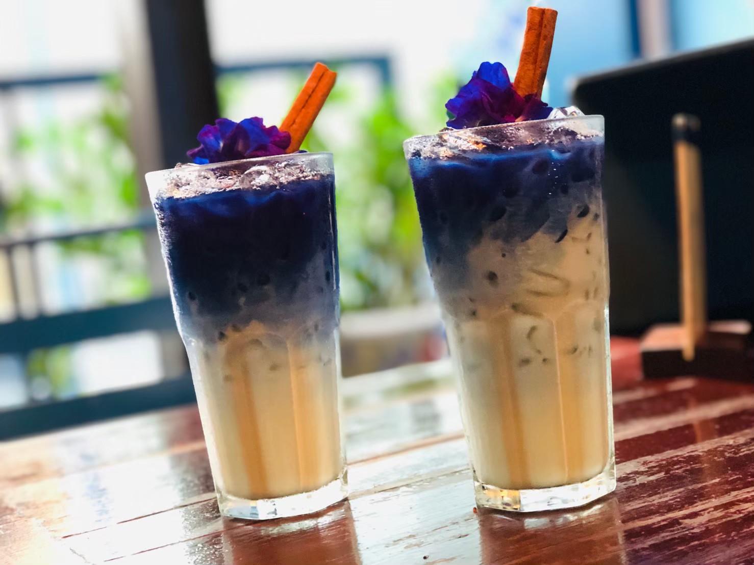 青いラテに恋する「バンコク.ブルーホエールカフェ」の行き方